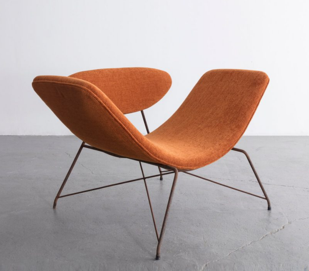 An exhibition by Brazilian Midcentury Modernists Carlo Hauner and Martin Eisler at R & Company included this lounge chair, which is definitely one of the best asymmetrical and organic shapes we've seen recently.