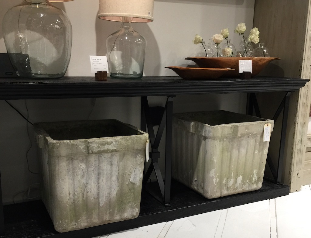 Etú Home offers new products, vintage finds, and antiques.