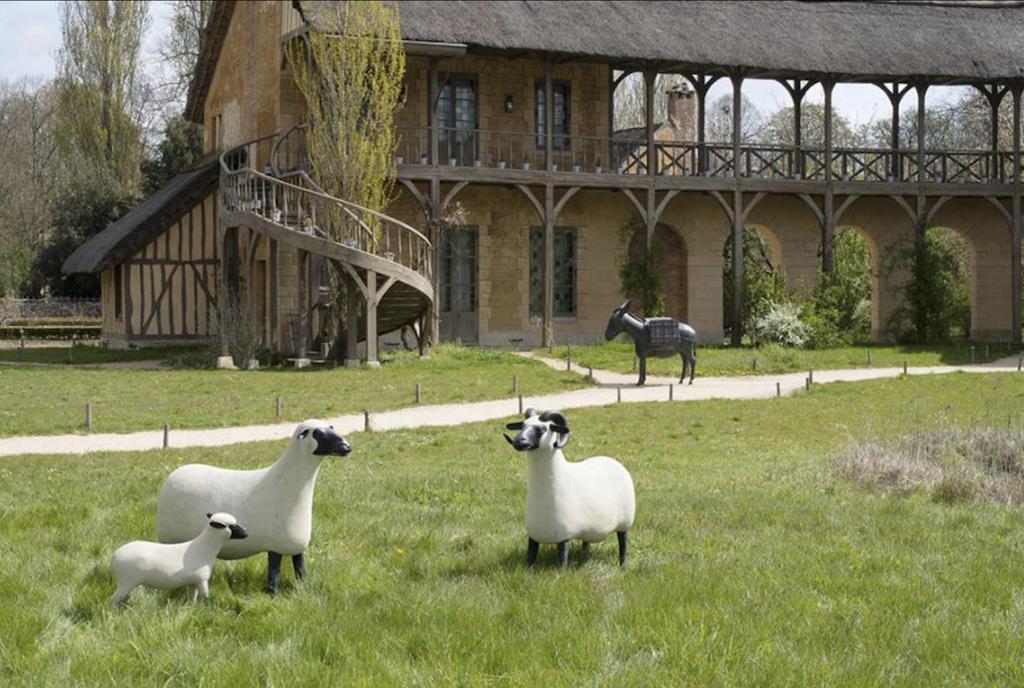 """François-Xavier Lalanne's """"Les nouveaux moutons"""" in the exhibition of Lalanne Sculptures at Trianon. Image © François-Xavier Lalanne & Galerie Mitterrand; photo credit Capucine de Chabaneix."""