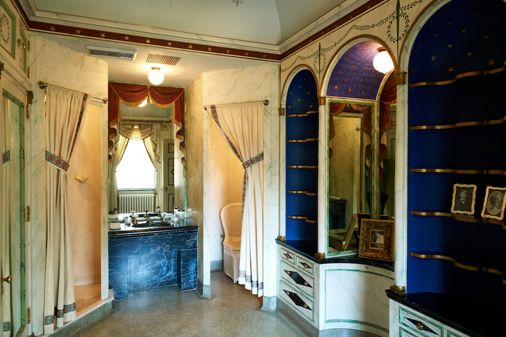 A view of the beautiful niches in the bathroom. Image courtesy of Atlanta History Center